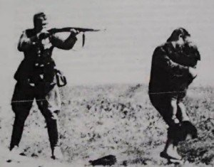 holocaust-nazi-shooting-mother-holding-child