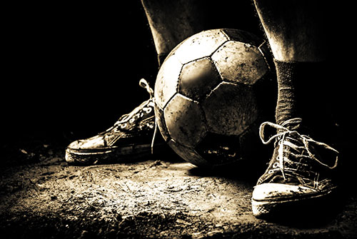 Αυτή η εικόνα δεν έχει ιδιότητα alt. Το όνομα του αρχείου είναι ragged-sneakers-soccer-ball.jpg