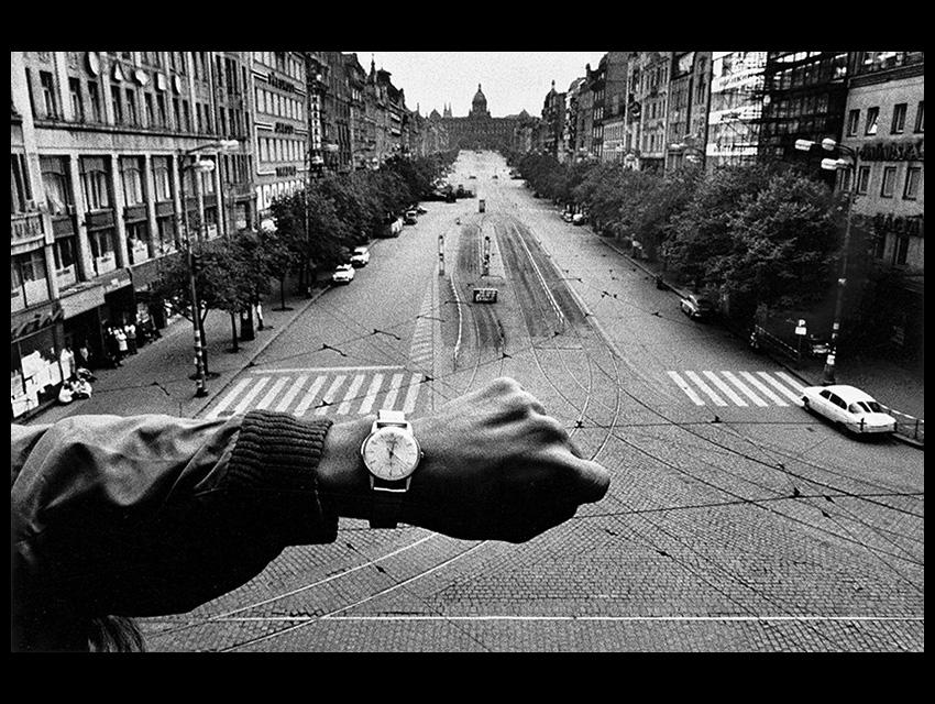 Αυτή η εικόνα δεν έχει ιδιότητα alt. Το όνομα του αρχείου είναι Koudelka-watch850.jpg